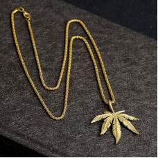Ожерелье с кулоном конопляный лист (золото)